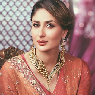 Kareena celebrity collection ethnix gold celebrity necklace set neetcka022 aloadofball Images